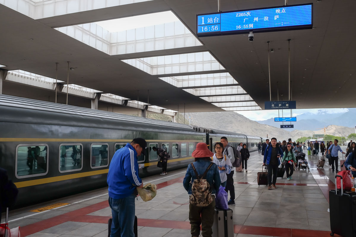 xining_to_lhasa_train_arrival_Lhasa