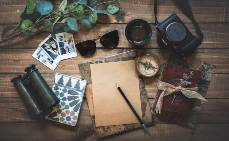 objects bloggers use to write and take pictures